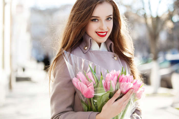 Tulips_Bouquets_Brown_haired_Smile_515534_6000x4000 (700x466, 249Kb)