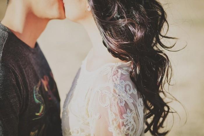 Почему мужчины женятся намолодых и боятся зрелых женщин?
