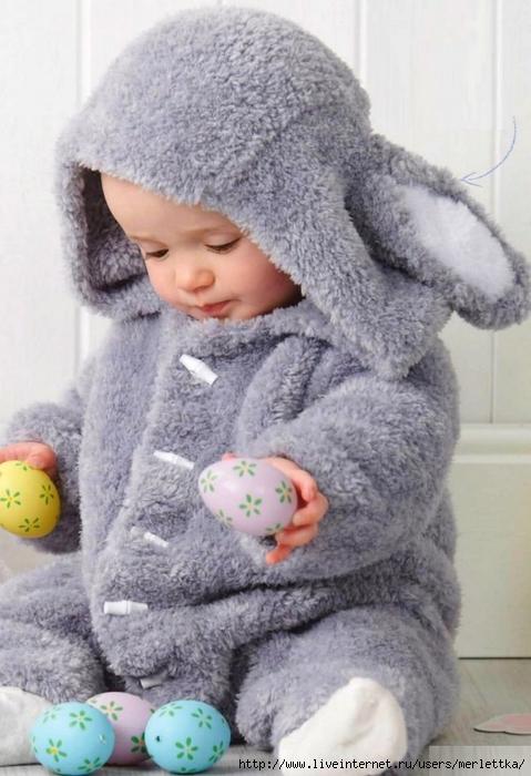 Вязание комбинезон для малыша спицами «Пасхальный кролик»