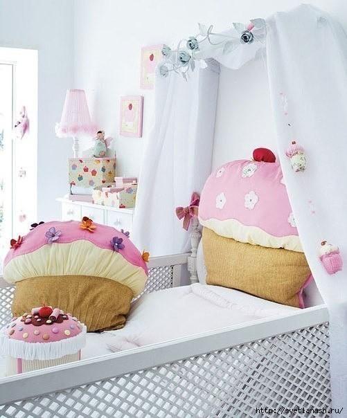 Милая подушечка для детской комнаты с выкройкой