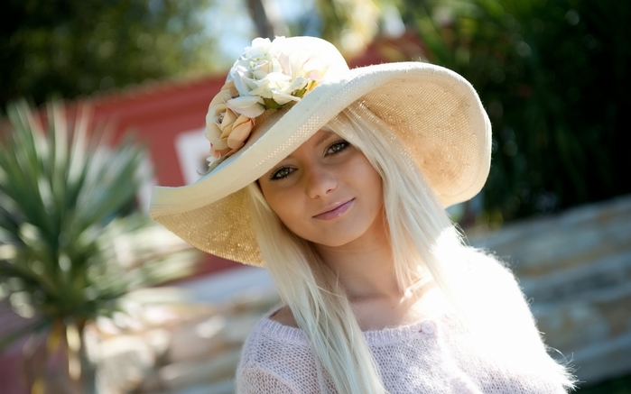 3472645_blondes_women_models_sunlight_breath_takers_magazine_white_dress_hats_beauty_is_divine_magazine_anne_www_wallpaperhi_com_46 (700x437, 180Kb)