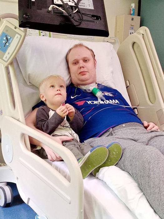 Англичанин узнал, что его возлюбленная беременна, выйдя из искусственной комы