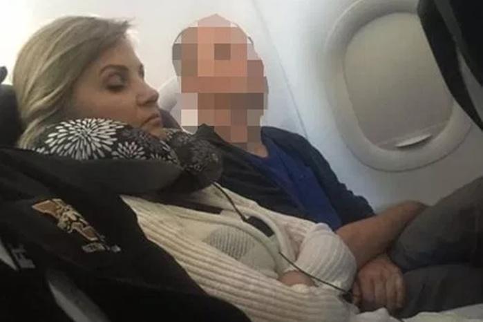Россиянка отказалась сидеть с чернокожей в самолете и разъярила пользователей