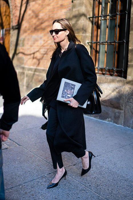Как знаменитости подчеркивают свою фигуру с помощью одежды