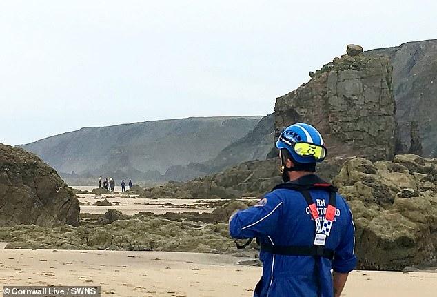 Полуторатонная глыба раздавила отдыхавшего на пляже британца