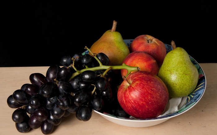 150203486_Grapes_Apples_Pears_Plate_553939_2560x1600 (699x437, 109Kb)
