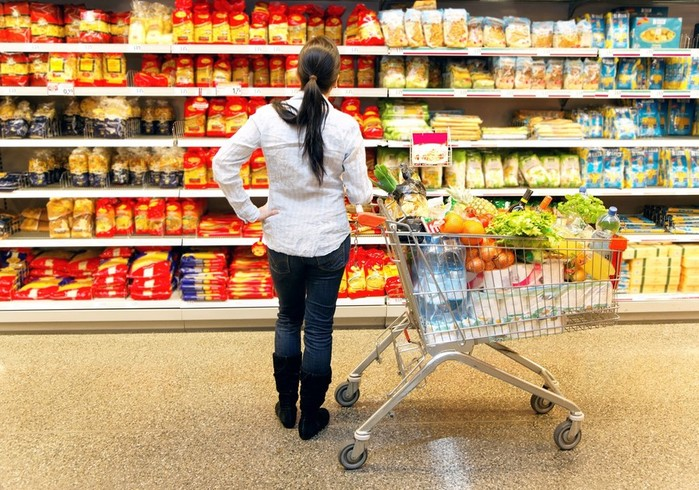 Россияне стали тщательнее выбирать продукты в магазинах
