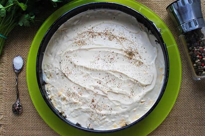 Салат с красной рыбой и плавлеными сырками