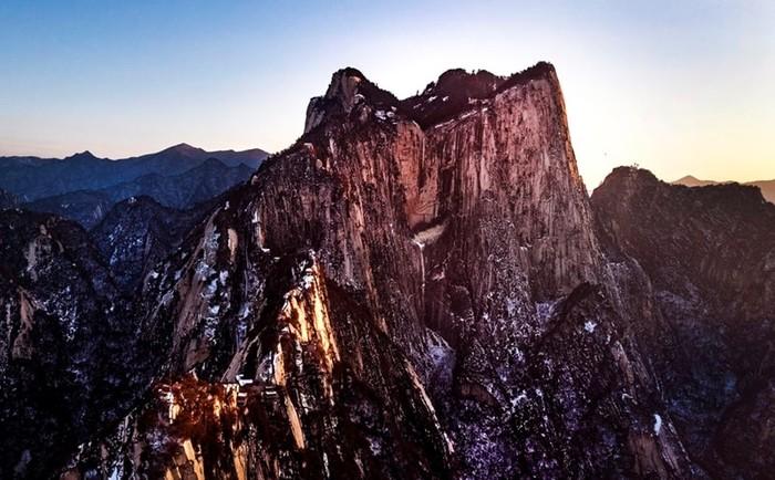 Список самых опасных популярных среди туристов мест для селфи