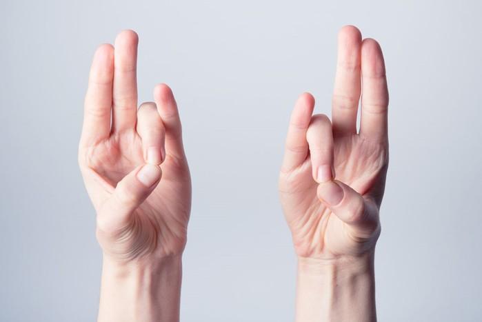 Йога для пальцев: 6 мудр, помогающих при стрессе