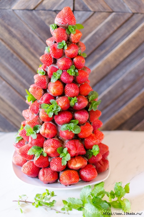 Christmas-Desserts-Chocolate-Covered-Strawberry-Christmas-Tree-8 (463x700, 295Kb)
