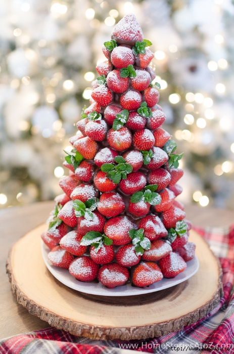 Christmas-Desserts-Chocolate-Covered-Strawberry-Christmas-Tree-13 (463x700, 288Kb)