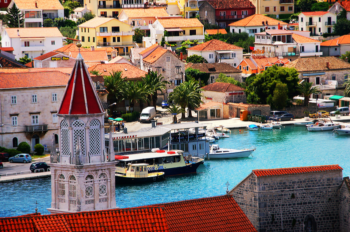 resorts-and-boats-in-croatian-town (700x464, 671Kb)