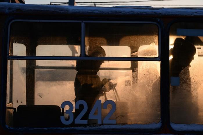 Девочку выгнали из троллейбуса, потому что ей не хватило рубля на проезд