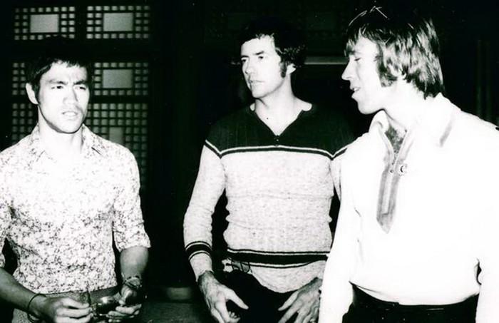 Хван Ин Сик, Брюс Ли и Чак Норрис на съемках фильма Путь Дракона.