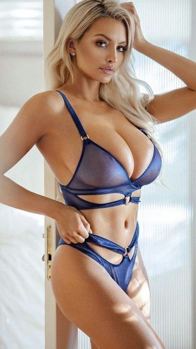 Девушки модели с большой грудью (фотографии)