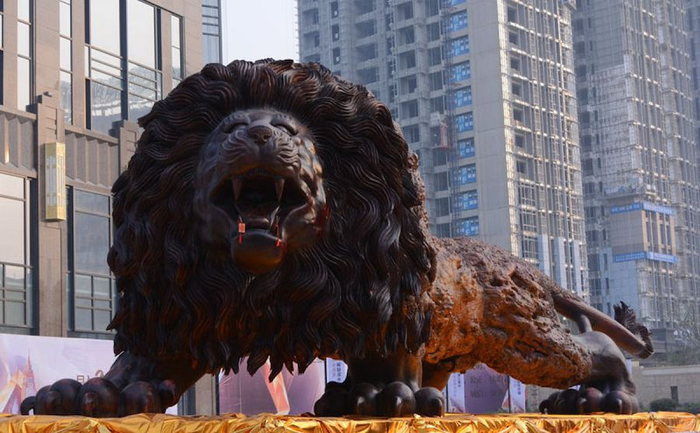 Amazing_Giant_Woodcarving_of_a_Lion_06 (700x433, 339Kb)