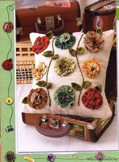 Цветы из ткани. Декор подушки (5) (470x640, 245Kb)