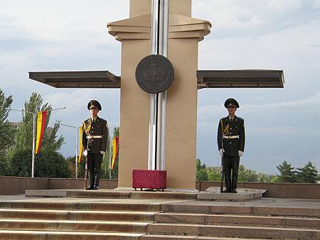 Фото Кыргызстана.  Почетный караул, Бишкек.