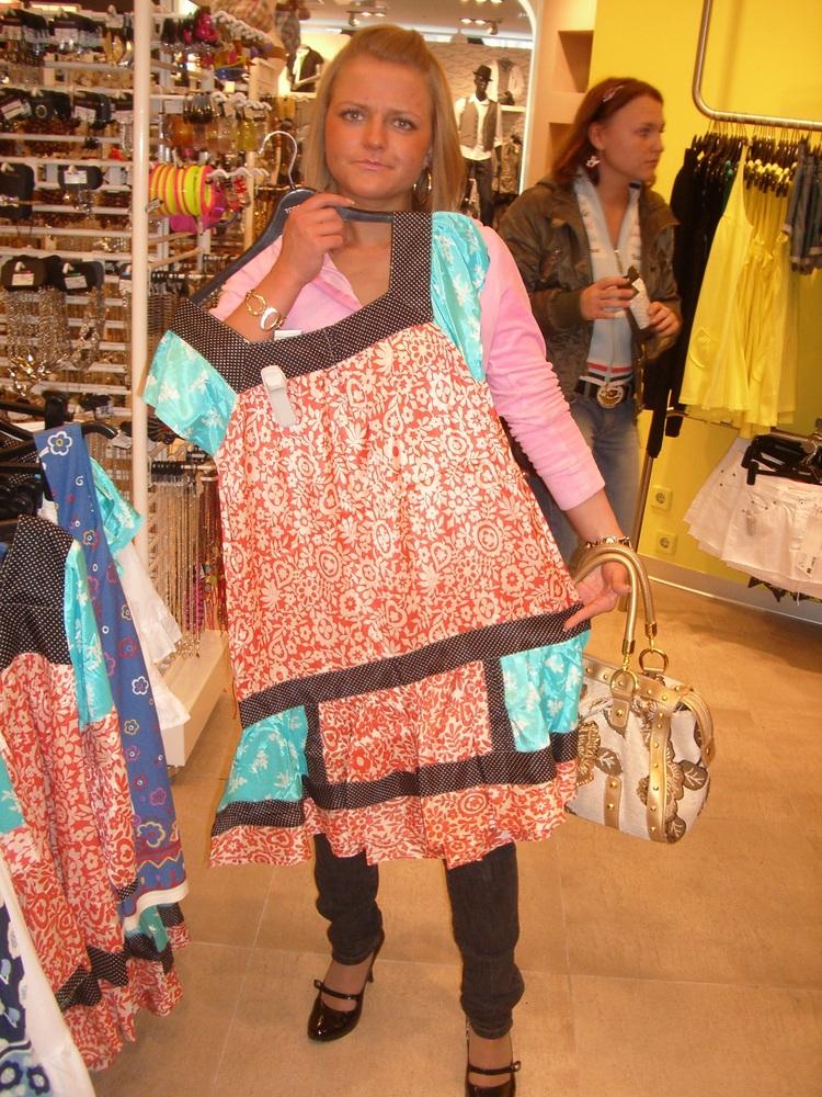 Самое офигенное платье в МИРЕ)))