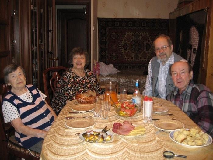 Бабушка, тетя Ира, папа, дядя Дима