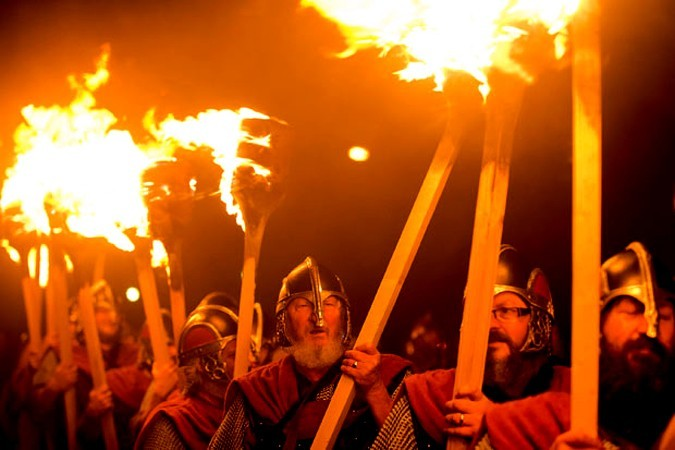 Фестиваль викингов До Хелли Аа (UP Helly Aa)