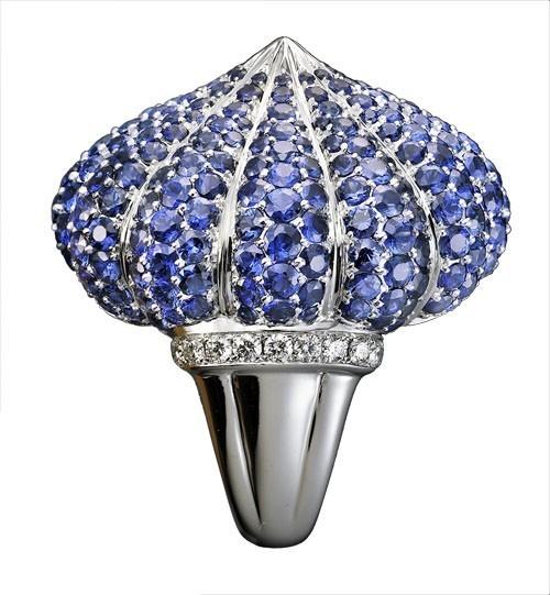 """Кольцо """"Godron"""": Белое золото, бриллианты, синие сапфиры"""