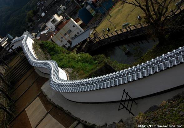 Город Усуки, префектура Оита, остров Кюсю. В 1562-ом году архитектору замка Усуки попалась кривая линейка.