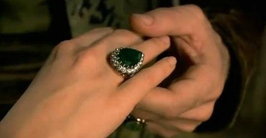 Какую же еще символику подразумевают люди, носящие кольца на разных пальцах руки?