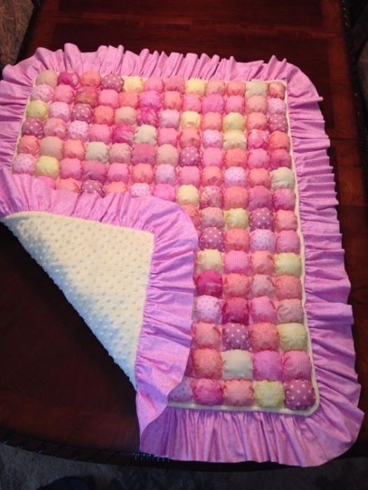 Лоскутное одеяло из пуфиков