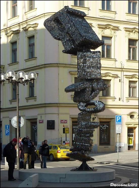 скульптура из ключей
