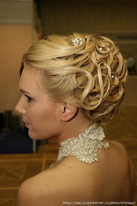 свадебные прически на короткие волосы с фатой фото.