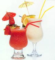 ...все ингредиенты (фруктовые соки и ликеры) этого коктейля в...