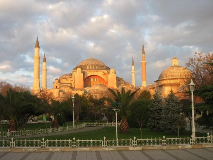 Голубая мечеть перед собором святой