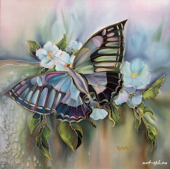 Бабочка в цветах