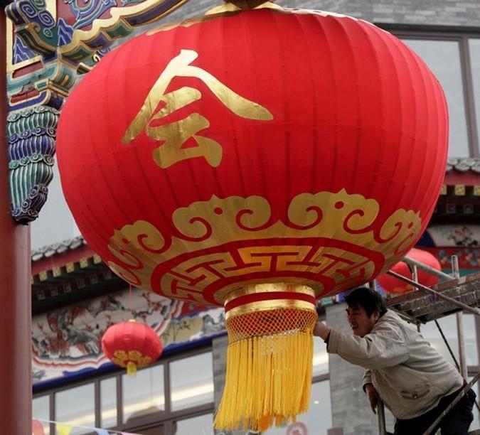 Фестиваль фонарей в последний день китайского Нового года. Пекин, 25 февраля 2010 года.