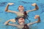 Анастасия Глоушко и Инна Иоффе (Anastasia Gloushkov and Inna Yoffe) из Израиля. Выступление пар на чемпионате Европы по синхронному плаванию в Будапеште, 5 августа 2010 года.