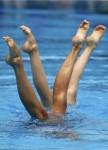 Оливия Аллисон и Дженна Рендал из Великобритании. Выступление пар на чемпионате Европы по синхронному плаванию в Будапеште, 5 августа 2010 года.