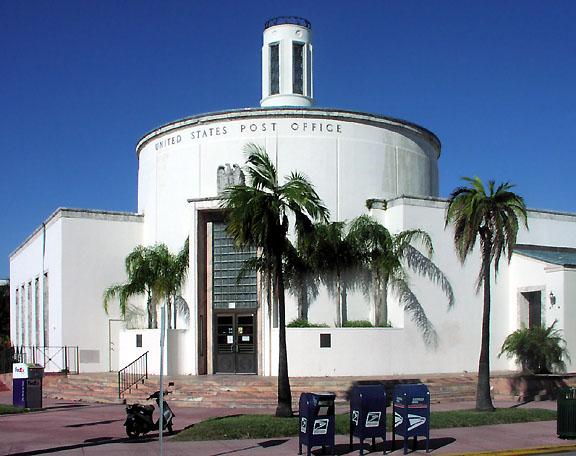 Арт Деко - центр ночной жизни Майами с многочисленными ночными клубами и...