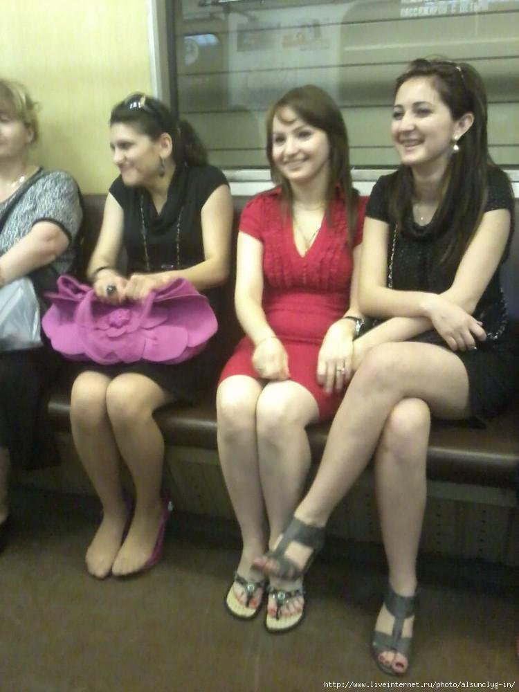 Фотография красивой девушки в метро фото 531-671
