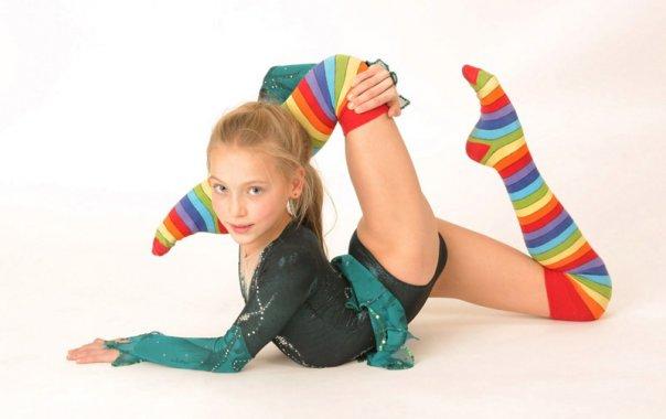 Проводится набор девочек ( 2000- 2007г.р.  Для занятий художественной гимнастикой.