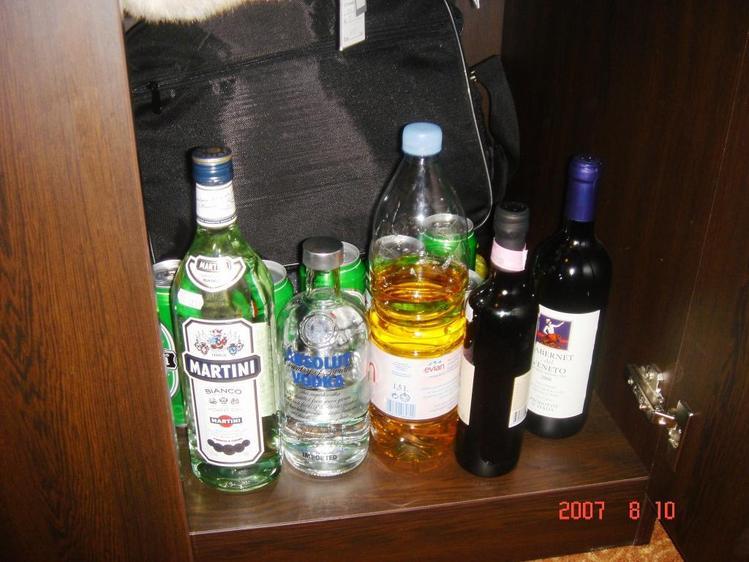 Мартини, водка, пиво, водка+ред булл, вино и немного колы)) всё это было...