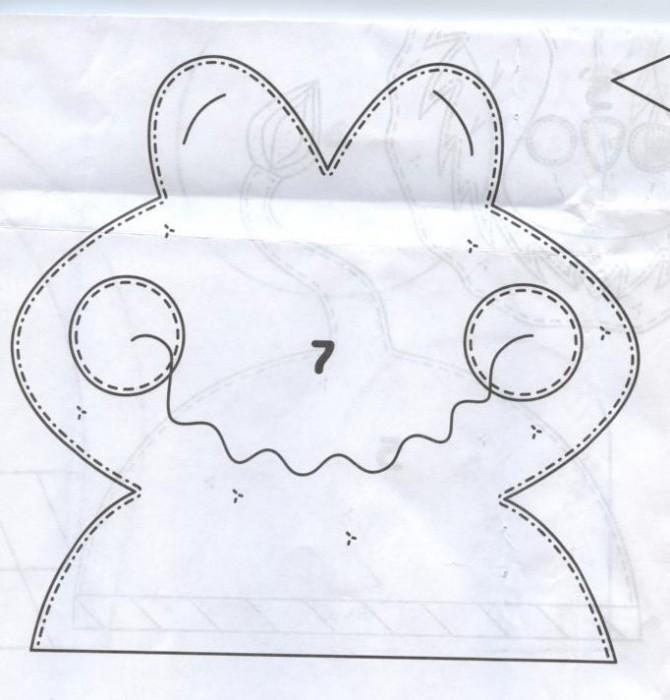 Давайте склеим такую коробочку - крокодила.  1. Переведите выкройку деталей крокодила ( 1 мордочку и 4 лапы) на картон.