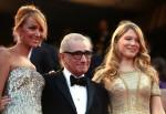 Режиссер Мартин Скорсезе со спутницами перед показом фильма Оливера Стоуна 'Уолл Стрит: Деньги не спят'.
