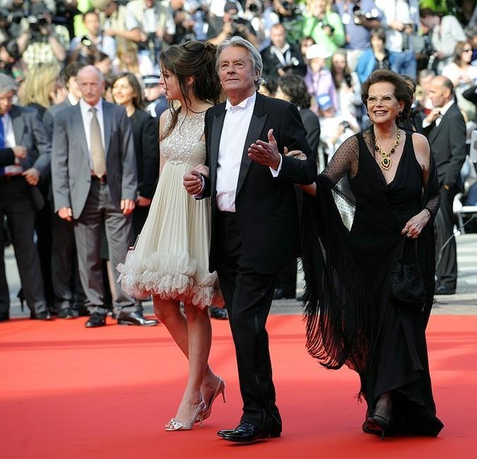 Итальянская актриса Клаудия Кардинале и француз Ален Делон с дочерью Анушкой.