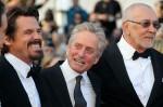Слева-направо: актеры Джош Бролин, Майкл Дуглас и Фрэнк Лангелла, сыгравшие в продолжении фильма 'Уолл Стрит'.