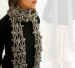 Хорошая схема мужского шарфа крючком.  На фото этот шарф выполнен в двух вариантах: белом и серо-голубом.