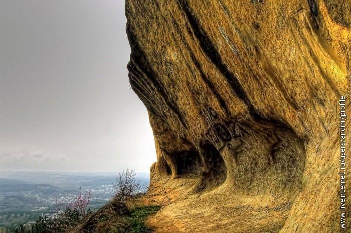 Гроты в скалах Джинальского хребта