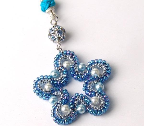 Предлагаю Вашему вниманию украшения из бисера: браслеты, кулоны, подвески, ожерелья, брелки, а также много всего...
