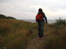 [+] Увеличить - Уши у Ромы как у овчарки:))...Я иду согнутая под тяжестью морских камней:)))
